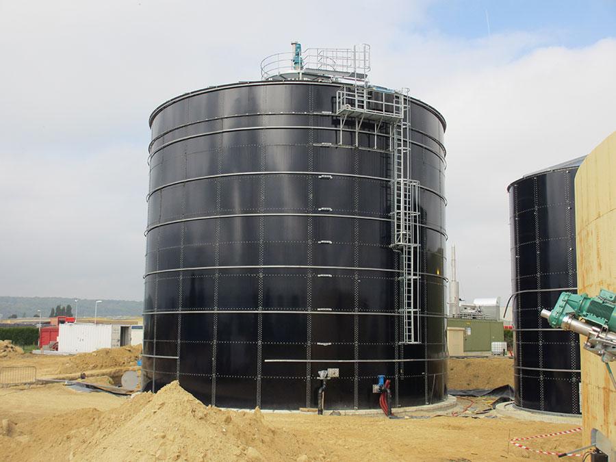 41749579674ba Metal tanks on concrete aprons